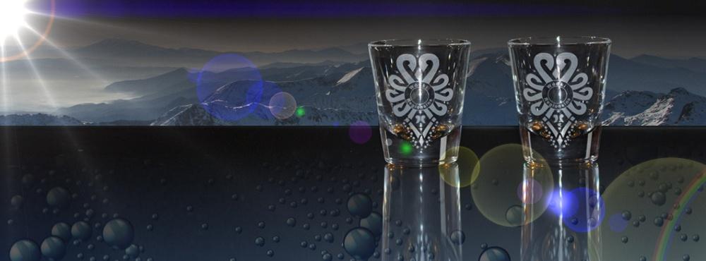 Regionalny alkohol, wtapiający się w widok górskich szczytów